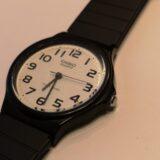 """【簡単】カシオの腕時計MQ-24""""チープカシオ""""の電池交換方法"""